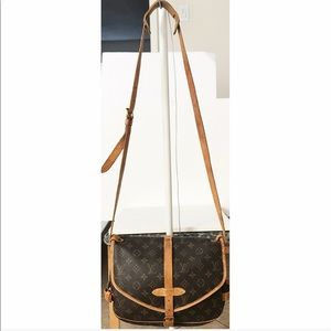 💯Authentic Louis Vuitton Saumur Crossbody Bag